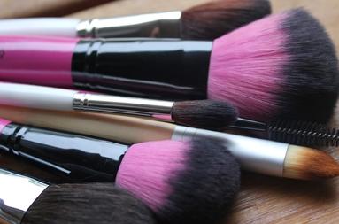 Ειδικός αισθητικής τέχνης & μακιγιάζ (make up artist)